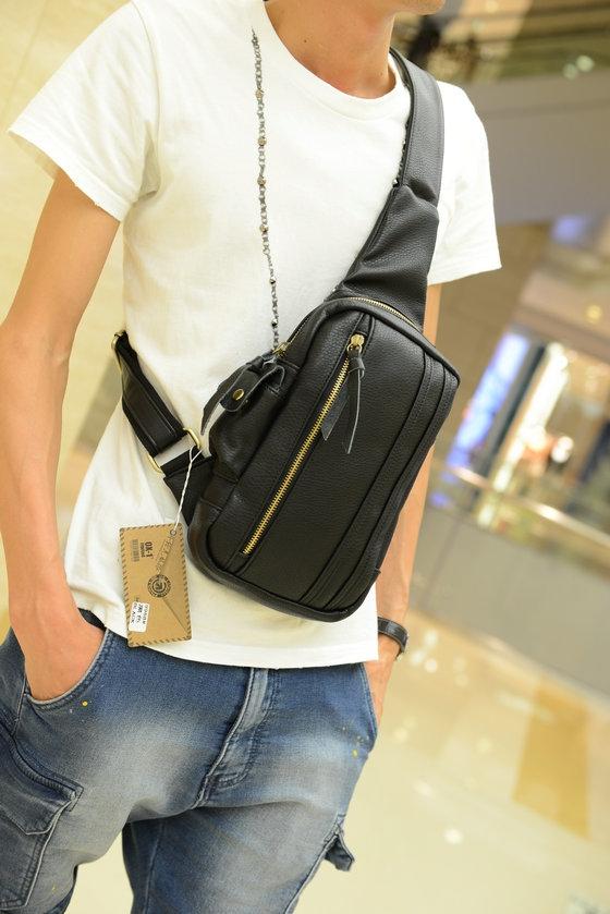 กระเป๋าคาดอก พร้อมส่ง หนัง PU สีดำ มีช่องซิปด้านหน้า ออกแบบสวย สายปรับได้