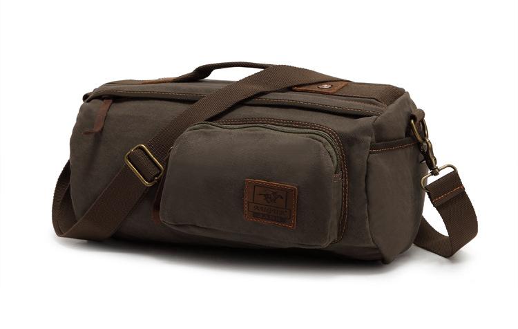กระเป๋าสะพาย สีเขียว ทำด้วยผ้าแคนวาส ออกแบบได้เท่ห์ ไม่ซ้ำใคร จุของได้เยอะ ใช้สะพาย ใช้ถือ จุของได้เยอะ ด้านหน้ามีช่องเล็กเปิดปิดด้วยซิป