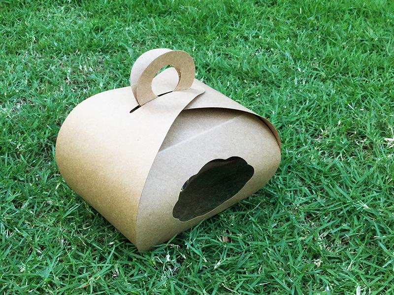 B007 กล่องทรงโดม มีหูหิ้ว (แพคละ 20 ใบ)