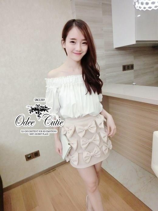 Open-shoulder blouse and cute bow skirt