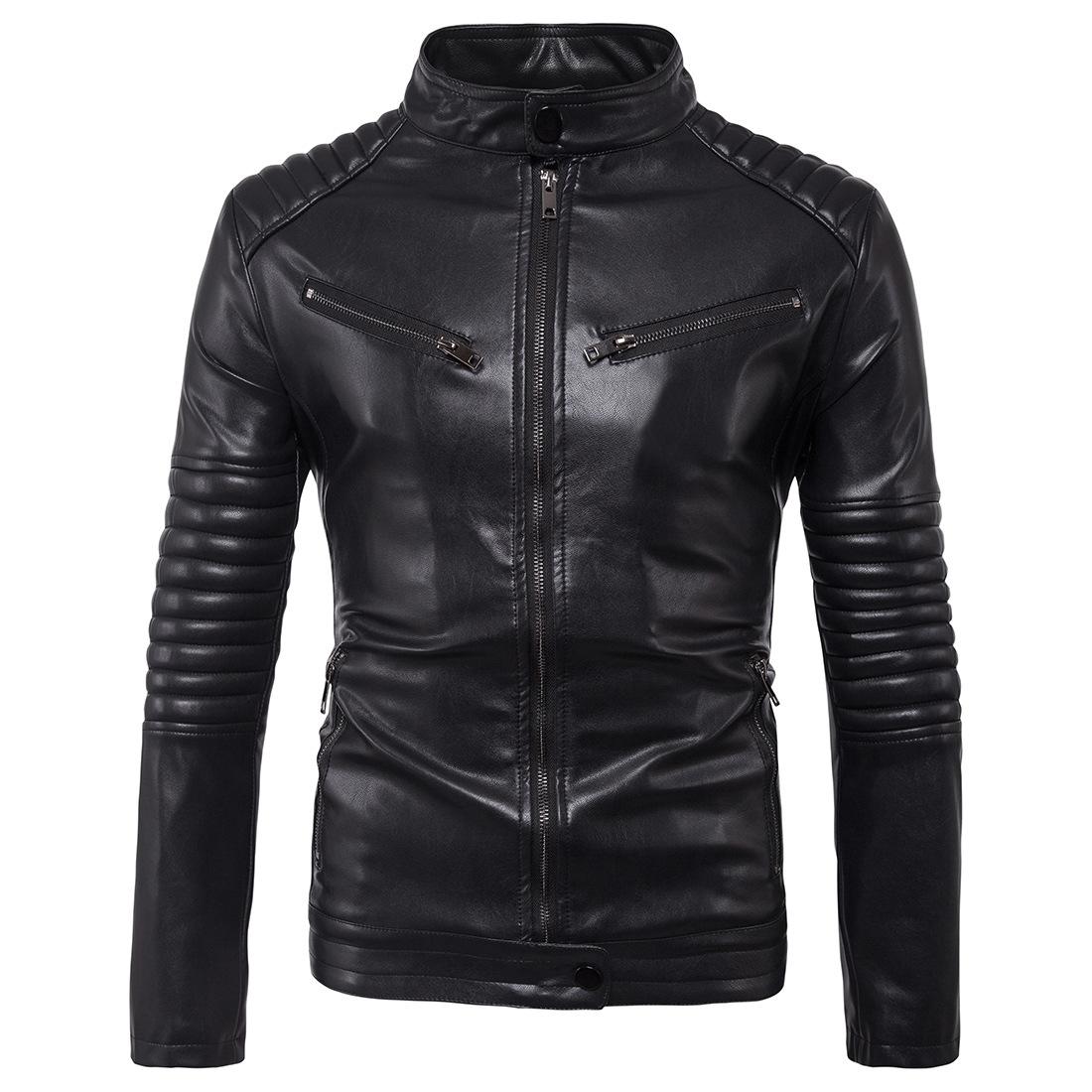 เสื้อแจ็คเก็ตหนัง ผู้ชาย สีดำ หนังPU คอจีน กระดุมเป๊กที่คอ แขนยาว ซิปเต็มตัว แต่งหัวไหล่และแขน กระเป๋าหลอกที่หน้าอก กระเป๋าข้างใช้งานได้ เสื้อมีซับใน หนังดี ใส่เป็นเสื้อคลุม ใส่ทำงาน ใส่เที่ยว ใส่ขี่มอเตอร์ไซค์ เสื้อหนังผู้ชาย