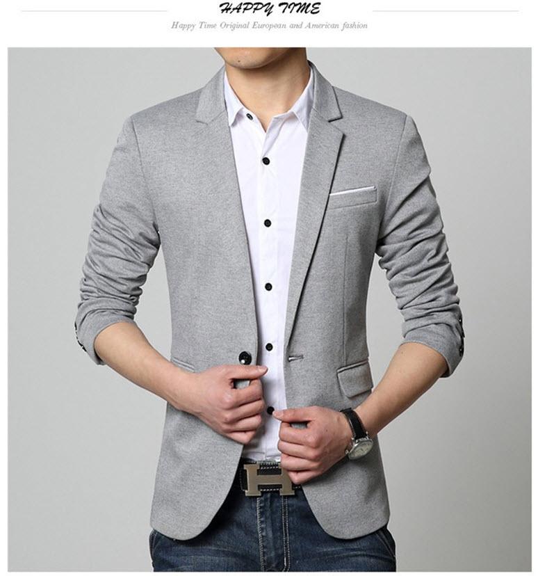 พร้อมส่ง เสื้อสูทผู้ชาย สีเทาอ่อน แขนยาว กระดุมหน้าหนึ่งเม็ด แต่งกระเป๋าอกสีขาว กระเป๋าข้างใช้งานได้จริง เสื้อเข้ารูป ใส่ทำงาน ใส่ออกงาน ใส่เป็นสูทลำลอง มีซับใน ชายเสื้อด้านหลังผ่ากลาง