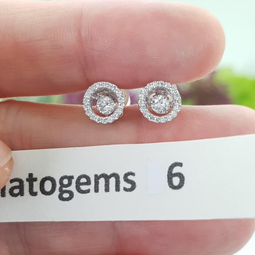 ต่างหูเพชร Dancing Diamond หมายเลข E06 เพชรเม็ดกลาง 20 ตัง เพชรนน.รวม 32 ตัง/คู่ ราคาปกติ 22,000 บาท ราคาพิเศษ 19,500 บาท 🎉🎉สนใจทัก https://line.me/R/ti/p/%40passiongems🎉🎉