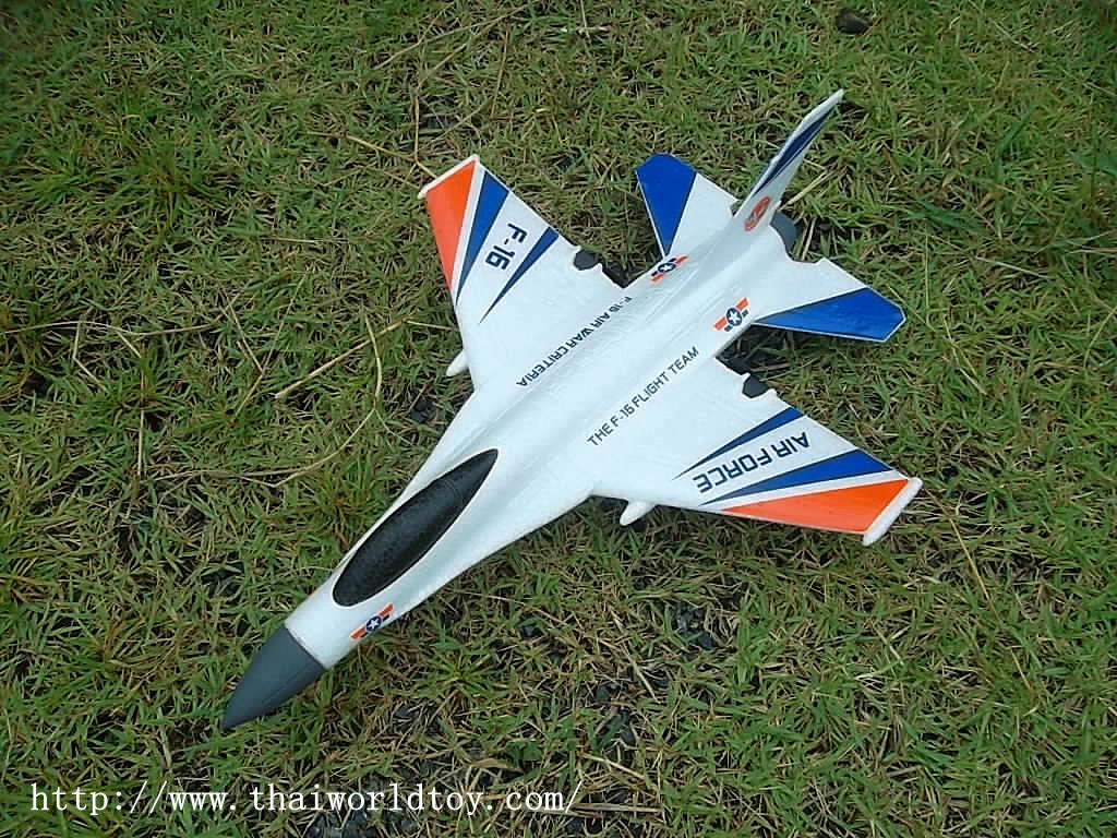 F16 เครื่องบินบังคับ