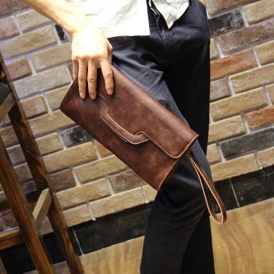 พร้อมส่ง กระเป๋า สีน้ำตาล หนังPU เป็นกระเป๋าคลัชหรือสะพายข้างได้ กระเป๋าแฟชั่นผู้ชาย
