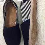 รองเท้า Toms