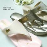 รองเท้าสวยเพื่อสุขภาพ สไตล์คีบ แต่งอะไหล่ลาคลอส ทำให้ดูมีลูกเล่น พื้นเก๋แต่ง หมุดอะไหล่ทอง บุนวมนิ่ม