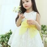 ชุดเดรสลูกไม้สีขาว ผูกโบสีเหลืองที่เอว size 100/130/140