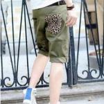 กางเกงขาสั้นแฟชั่นพร้อมส่ง สีเขียว มีกระเป๋าข้าง แต่งลายเสือกระเป๋าหลัง ใส่เที่ยว สบายๆ เท่ห์ๆ ชิลๆ