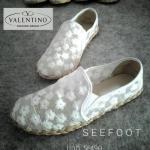 รองเท้าคัชชูส้นแบน สไตล์ Valentino วัสดุผ้าลูกไม้วินเทจ สีครีม