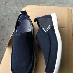 รองเท้า crocs คัทชูชาย รุ่น Men's Crocs Santa Cruz 2 Luxe สีกรม
