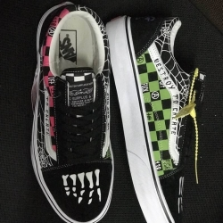 รองเท้าผ้าใบ Vans