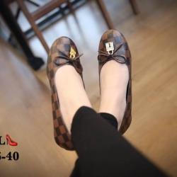รองเท้าคัทชูลายหลุยประดับโบว์ด้านบน