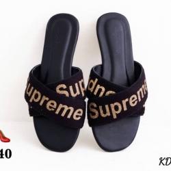 รองเท้าแตะ Supream