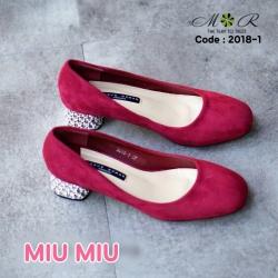 รองเท้าคัทชูหนังสักหลาด งานสไตล์แบรนด์ MIU MIU รุ่นนี้เด่นที่ส้นโลหะประดับสวยมาก