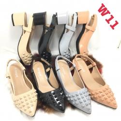 รองเท้าคัทชูส้นสูงแบบเปิดส้นมีสายรัดส้นด้านหน้าแต่งหมุด style valentino