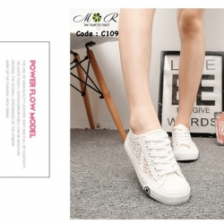 รองเท้าผ้าใบนิ่มๆ สไตล์ Converse ด้านข้างเป็นลูกไม้ซีทรู