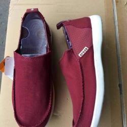 รองเท้า crocs คัทชูชาย รุ่น Men's Crocs Santa Cruz 2 Luxe สีแดงเข้ม