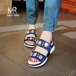รองเท้าแบรนด์เกาหลี ทำจากผ้าแต่งริมลุ่ยๆ แมชชุดได้หลายแนวมากๆ แต่งด้วยคริสตัลเม็ดใหญ่