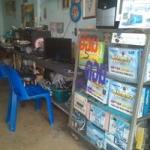 โต๊ะซ่อมงาน,ร้านซ่อมคอม,สายสี่,สาย4,โต๊ะทำงานและตู้เก็บตัวอย่างสินค้าในร้าน,ศูนย์เรียนซ่อมคอมพิวเตอร์ สาย 4