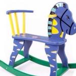 ม้าโยกไม้สีฟ้า
